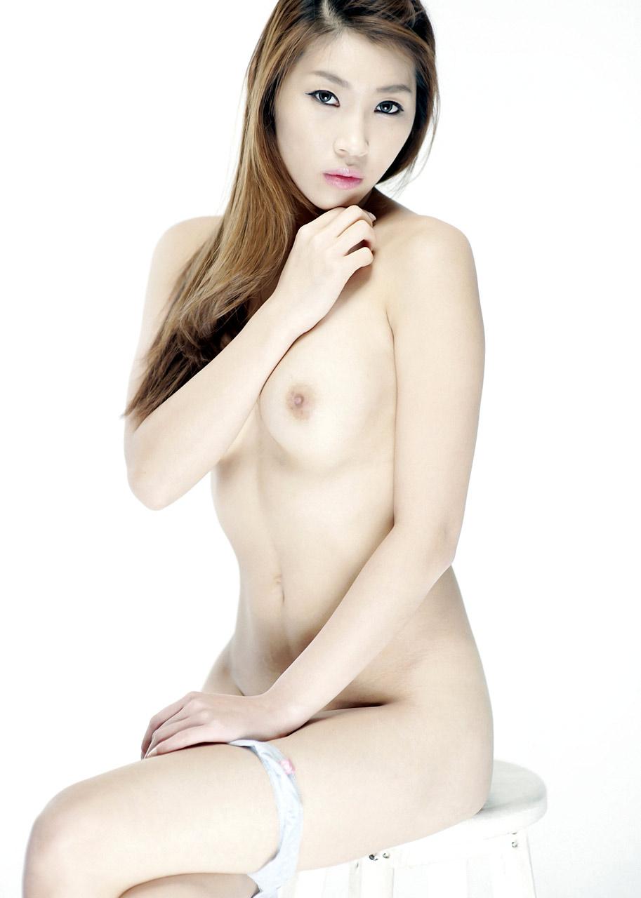 Korean Model Sua With No Bra And No Panties