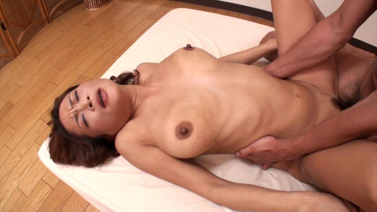 Japan wife hikaru wakabayashi devours hubbys cock 1
